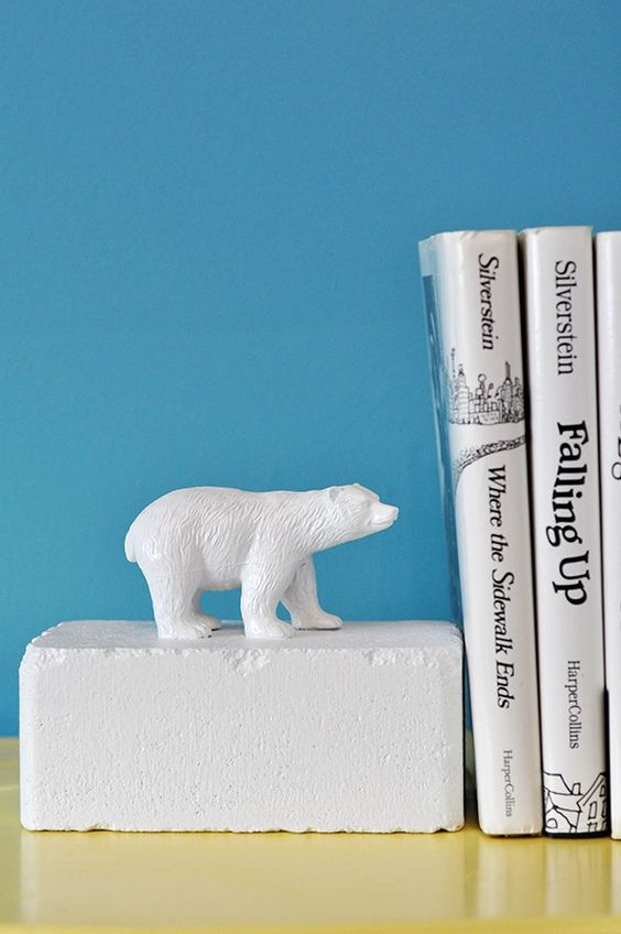 Make these fun and easy DIY animal bookends for someone special on your list! via http://lifeovereasy.com/
