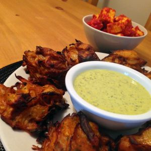 Baked onion bhajis with a yoghurt and mint dipping sauce - Video kamasutra cuisine ...