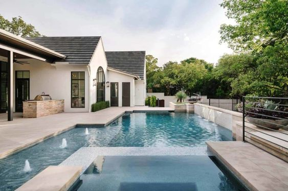 Texan Mediterranean home-swimming pool
