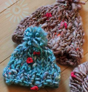 Chunky hats! A free beginner knitting pattern from Love of Knitting.