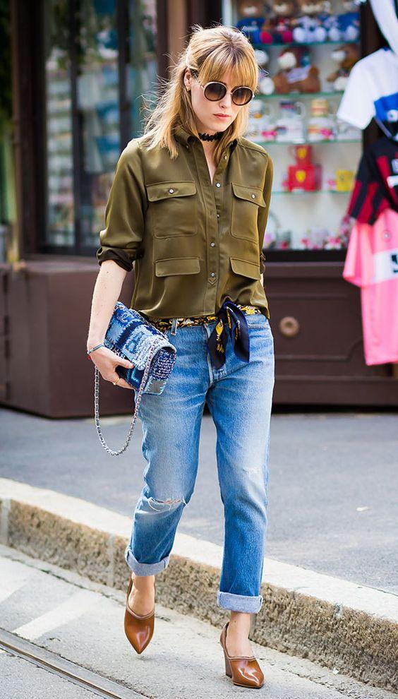 street style calça jeans e lenço como cinto: