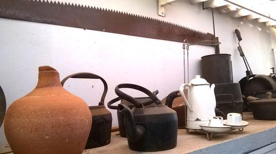 Chaleiras e Bules antigos - Barro e ferro - Foto: KP