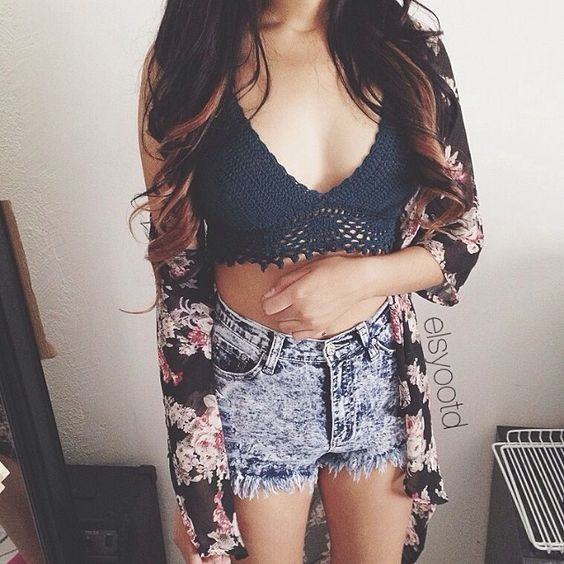 summer cute outfit fashion style in love with flowers navy blue and high waist shorts