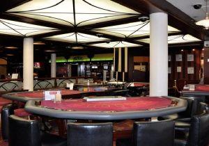 Poker, machines à sous, roulette, venez découvrir les jeux d'argent proposés par les casinos situés en Haute-Savoie.