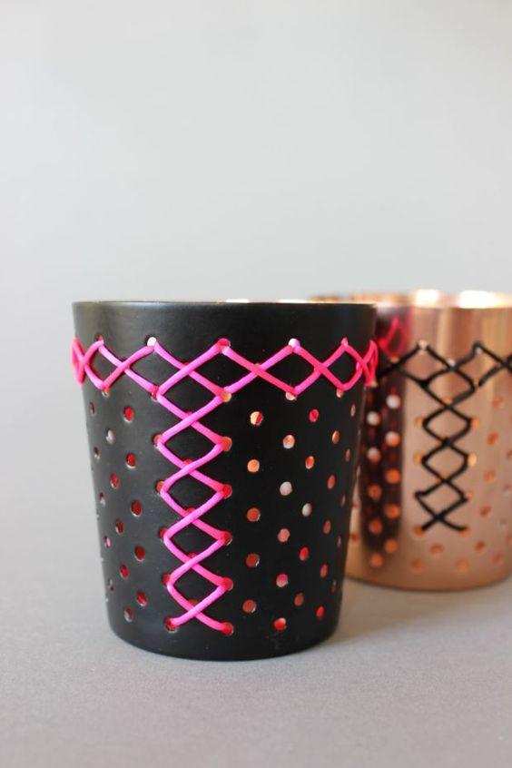 Wir haben diese tollen Metall Kerzenhalter in unserem Shop und ich habe schon öfters online diese Stickerei-Ideen gesehen. Und als ich letzten Sonntag im Fotobereich rumgestöbert habe, bin ich auf ...