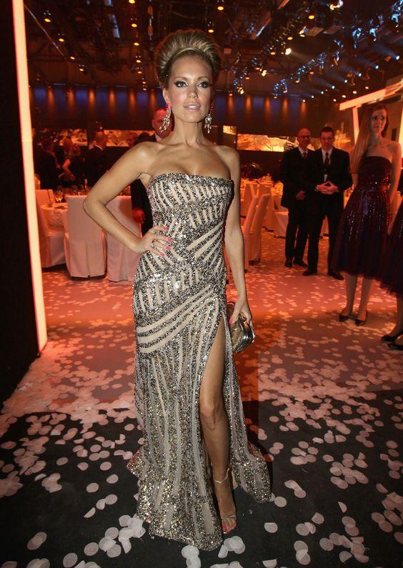 Sylvie van der Vaart.. beautiful dress!!