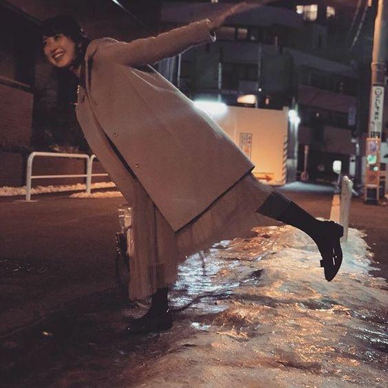川田裕美アナウンサーのコート雪