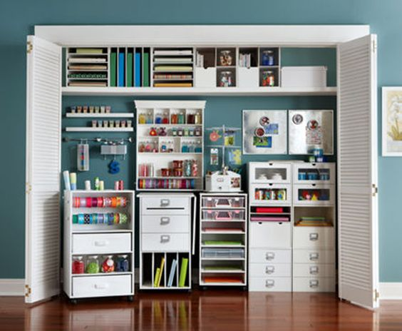 Love how the inside of the closet is painted. In my craft room, I would want to do the inside a different color to liven things up and add some contrast! The brighter, the better!