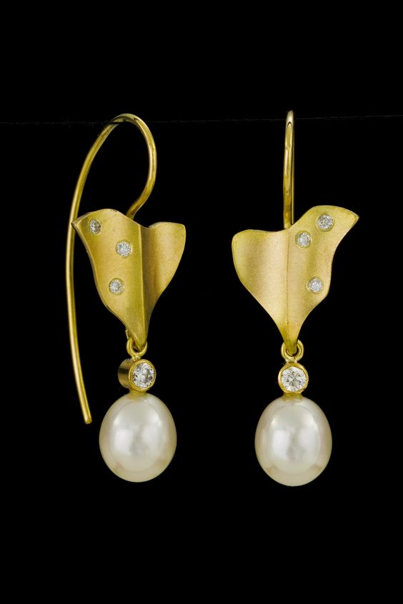 18k earrings with diamonds and drop shape freshwater pearls