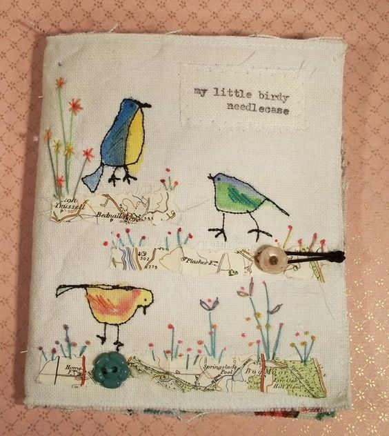 The focus of this needlecase are lots of freestyle machine embroidered birdies, three on front, one on back on vintage handwoven French linen. I have