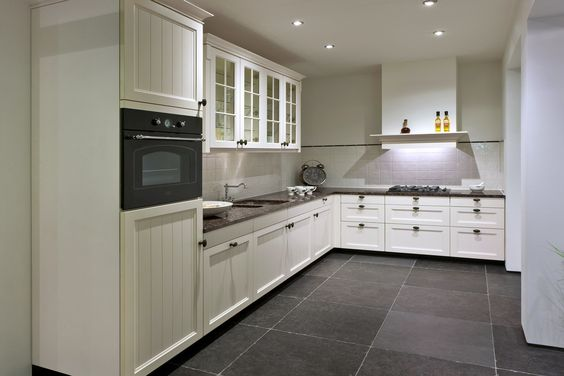 Achterwand Witte Hoogglans Keuken : keuken, sfeervol en met apparatuur DB Keukens – idee om achterwand