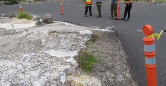 "7/24/15 Earlier this week, officials at Yellowstone closed a road near the Mammoth Hot Springs after a new hot spring suddenly became ""visibly active."""