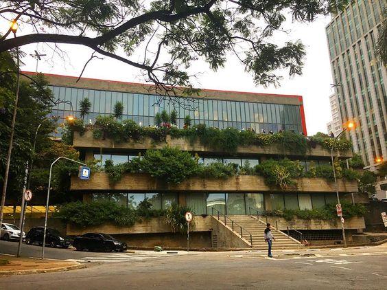Vendo as coisas por outro ângulo  MASP visto de trás (do Mirante 9 de Julho)! ------------------------------- São Paulo is also beautiful from different angles: like the Museum of Modern Art (MASP) as seen from it's back!