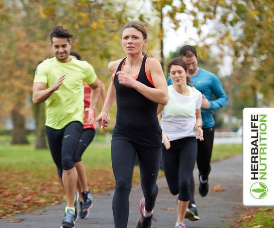 Wie Sport die Haut positiv beeinflusst- Sport hält gesund und aktiv, aber nicht nur innerlich. Nein, auch äußerlich sichtbar an der Haut wirkt sich Sport auf ein besseres Aussehen und Vitalität aus. Die Haut ist das größte Organ des Körp…