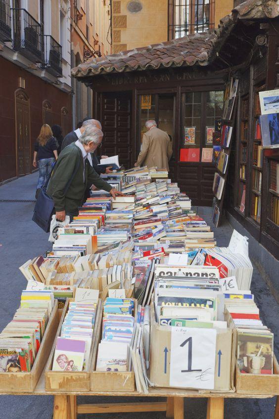 El callejón de San Ginés, libros y churros con chocolate