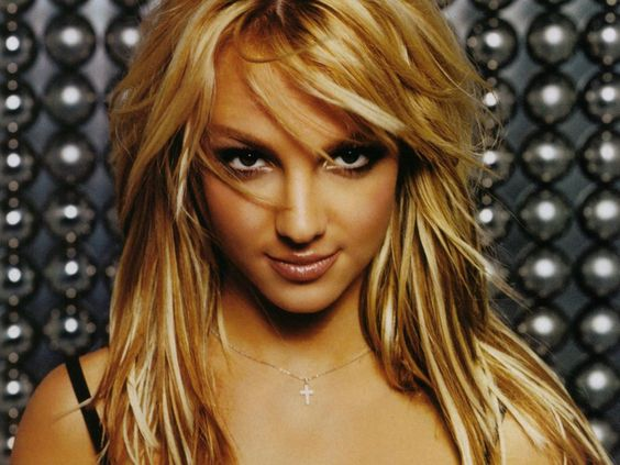 OOOOOHHHH I love Britney Spears<3 I remember listening to her when I was like 6 years old and my favorite song of hers was Stronger( : OMG(  : I love britney<3