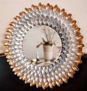 Moldura de espelho feita com colheres de plástico - Reciclar e Decorar : decoração com ideias fáceis:
