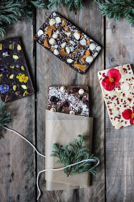 chocolate bark, chocolate gift, handmade chocolate, chocolate treat, DIY food gifts, DIY gifts, chocolate blocks, chocolate toppings, festive gifts, handmade treats, the life harvest, food blog, christmas, family, cooking with children