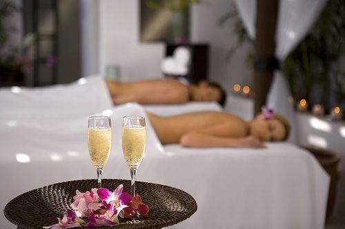 A Romantic Couple Massage Makes A Wonderful Gift Cancun Love Romantic Epluscancun Couples Massage Massage Spa