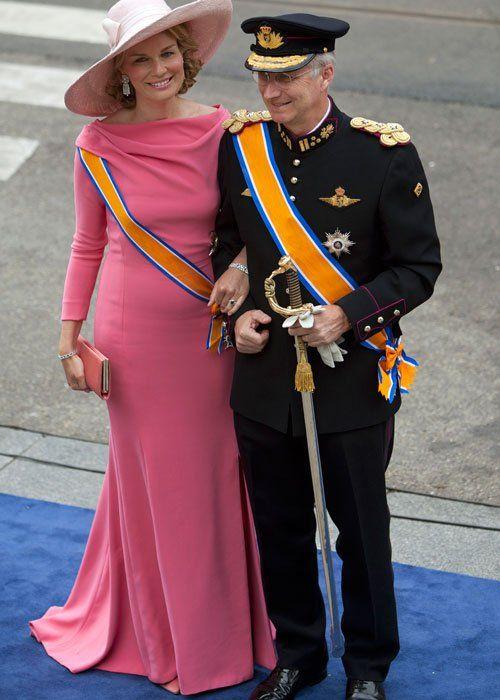 Matilde de Bélgica y su vestido rosa en la coronación en Holanda: Belgium Royals, Princes Mathilde, Princesses, Queen Mathilde Belgium