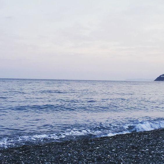 I colori della sera confondono il mare e il cielo. Se l'alba è come un nuovo inizio il tramonto è un'avventura
