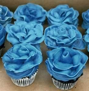 Plan on having cupcakes as well as cake and these look so yummy love style rose topping