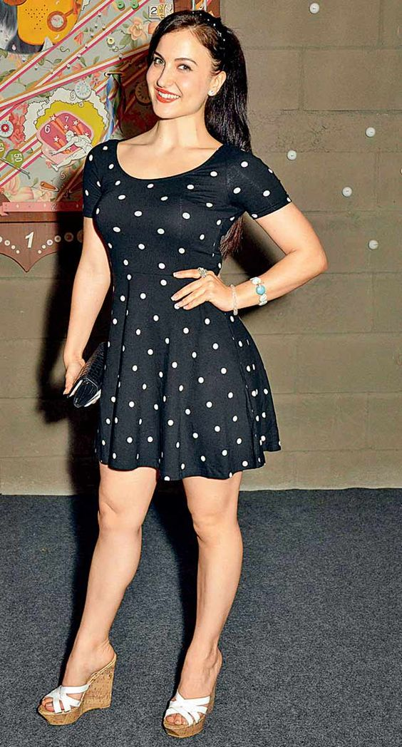 Elli Avram at the launch of an art gallery. #Style #Bollywood #Fashion #Beauty