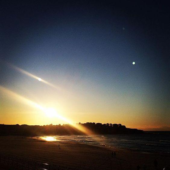 B E A M S #bondi #bondibeach #bondisunrise #beach #sea #surf #surfing #sand #sunrise #spring by aprillaq http://ift.tt/1KBxVYg