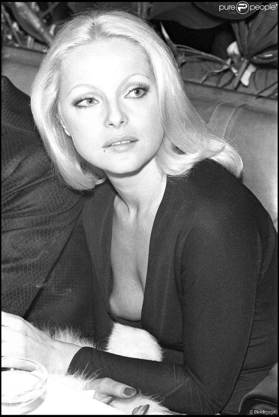 Virna Lisi lors de l'avant-première du film Les Galets d'Etretat en 1972