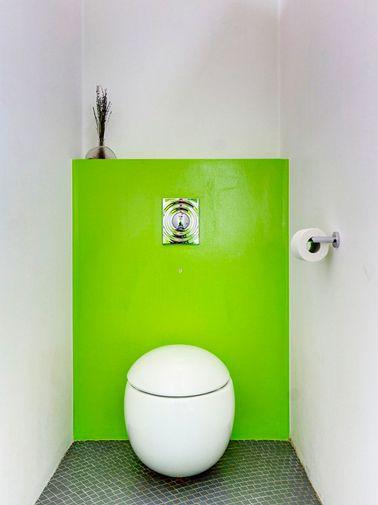 Peinture wc blanc et vert flashy pour deco toilettes design fengshui conse - Idee peinture pour toilette ...