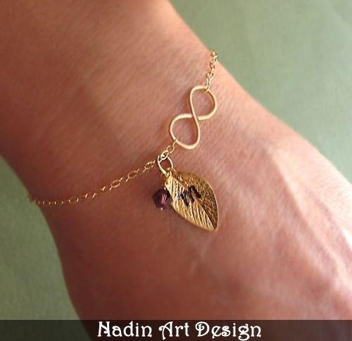 Gold Bettelarmband. Armband mit Blattanhänger von NadinArtDesign auf DaWanda.com