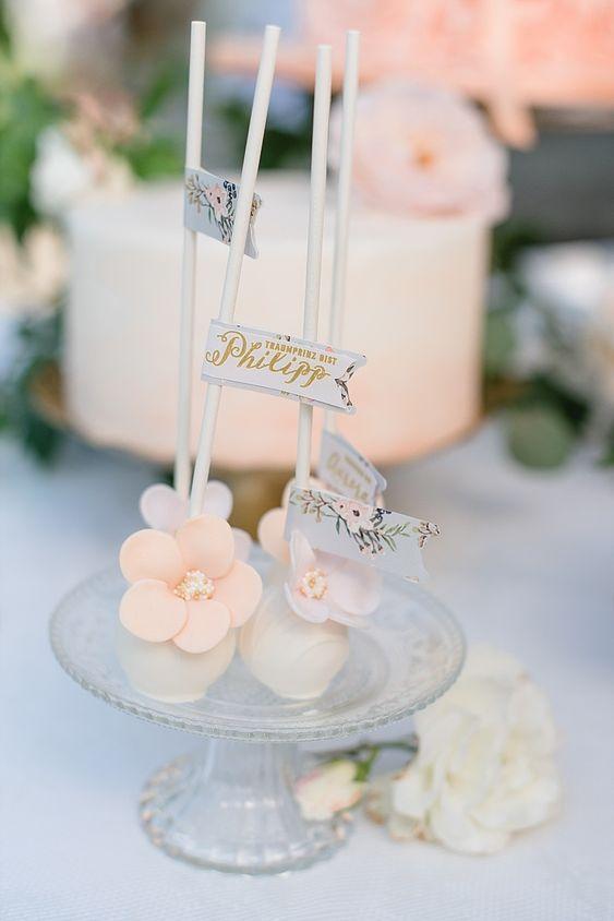 #cakepops Hochzeitscakepops Märchenhafte Dornröschen Schlosshochzeit im Vintage Stil | Hochzeitsblog - The Little Wedding Corner