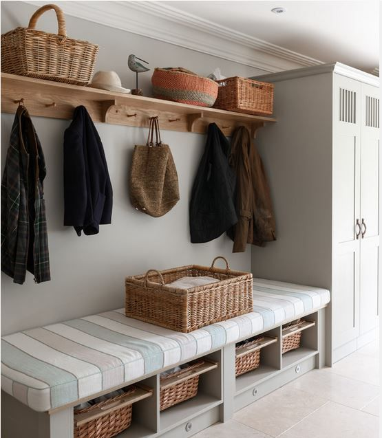 Hallway - Hooks, shelves and baskets