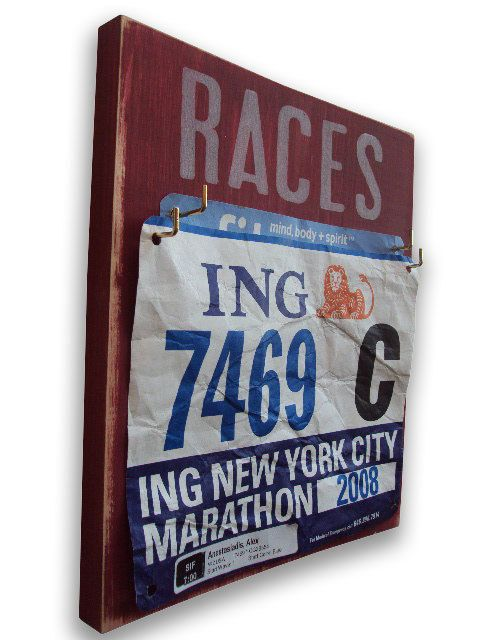I want to make one of these!: Gift Ideas, Running Bibs, Display Race, Home Gym, Bibs Medal, Christmas Idea, Race Bibs, Great Gifts, Medal Holder