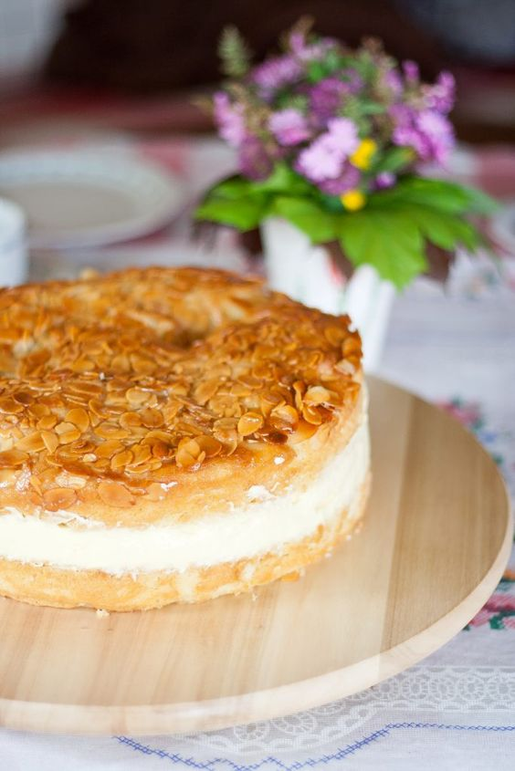 Bienenstich | Bee Sting Cake | VeganBakingParadise