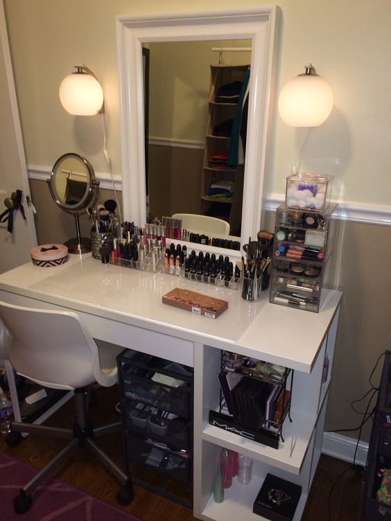 Makeup vanity makeup vanities pinterest vanities for Beauty parlour dressing table images