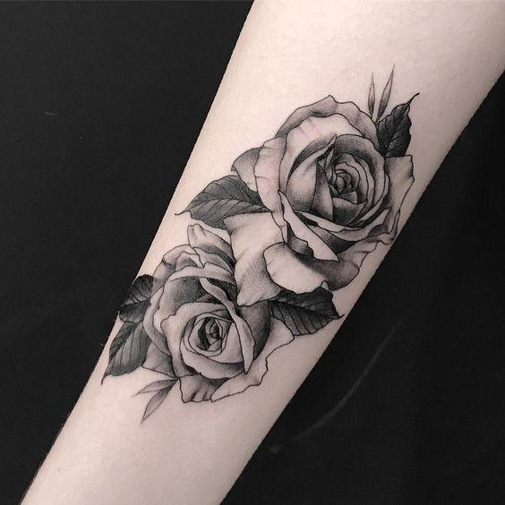 Rosas Tatuajes De Mujer En El Brazo