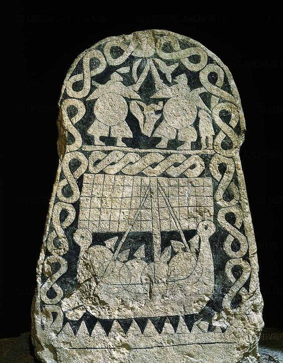 Viking picture stone showing fighting warriors and a longship. Smiss, Gotland (Sweden); 9th century  I like the border as an embroidery pattern.
