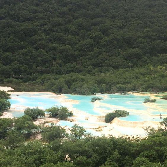 中国4日目は黄龍へ。  きれいすぎて固まりました。  #黄龍 #五彩池 #中国 #世界遺産 #神秘的 #絶景 #棚田 #感動 #加工なし #死ぬまでに行きたい世界の絶景  #ブルー #travel #china #huanglong