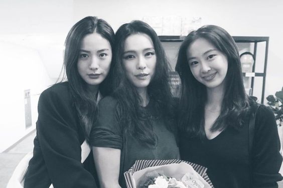 Nana And Dasom Show Support For Kahi At Her Musical