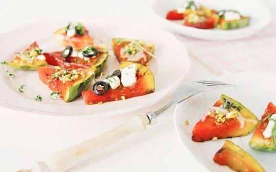 Erfrischende Wassermelonen-Pizza zubereiten