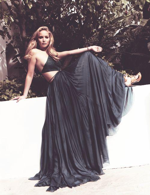 Jennifer Lawrence Black Dress #2dayslook #sunayildirim #BlackDress www.2dayslook.com