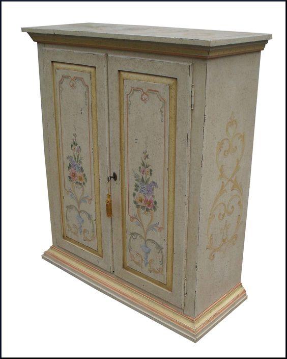 Credenzina due ante con cassetti interni decorata in stile veneziano