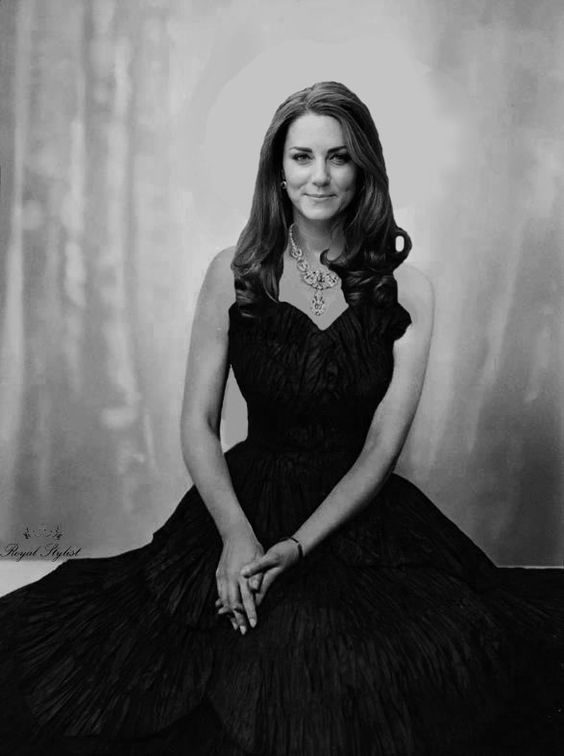 ROYAL STYLIST : Photo..I have about 2,000 plus pics of the DOC and have never seen this pic! BEAUTIFUL PORTRAIT of her!