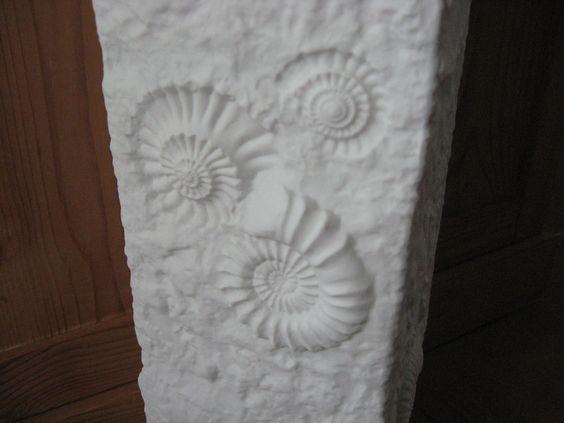 *wunderschöne große Vase von AK Kaiser Bisquit-Porzellan, außen matt, innen Glanz, im Fossilien Design von M. Frey.  Keine Beschädigungen, kaum Gebrauchsspuren*