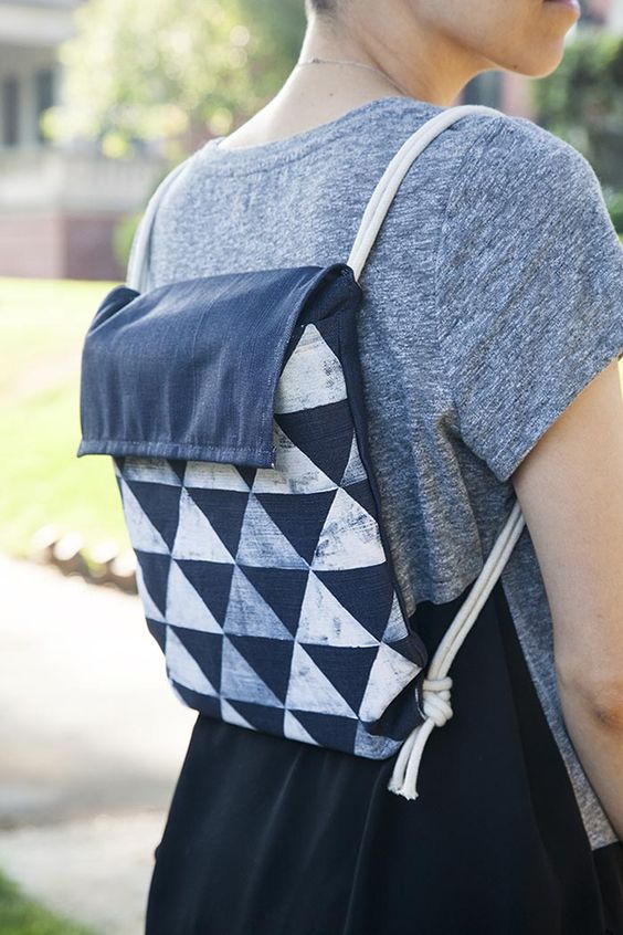 DIY Lightweight Backpack Tutorial from Design Sponge.This backpack can be used by kids or adults and a quick stamping tutorial is included.