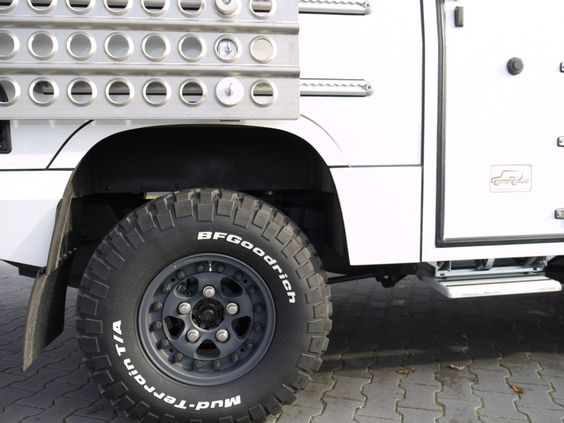 Custom Campers - Land Rover 130 Single Cab