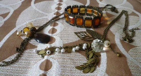 Take a L✿✿K at this #vintage #retro Costume Jewellery --► http://www.ebay.co.uk/itm/Vintage-Retro-Necklace-with-Various-Costume-Jewellery-Pendants-x-2-Braclet-/231183671050?pt=UK_JewelleryWatches_WomensJewellery_Rings_SR&hash=item35d39edf0a … #ebay #vintagefind pic.twitter.com/nGTqXAwLR1