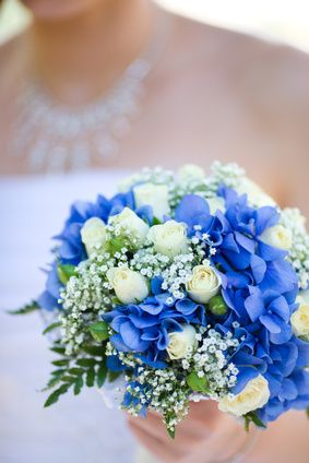 Love this blue hydrangea & white rose wedding bouquet: