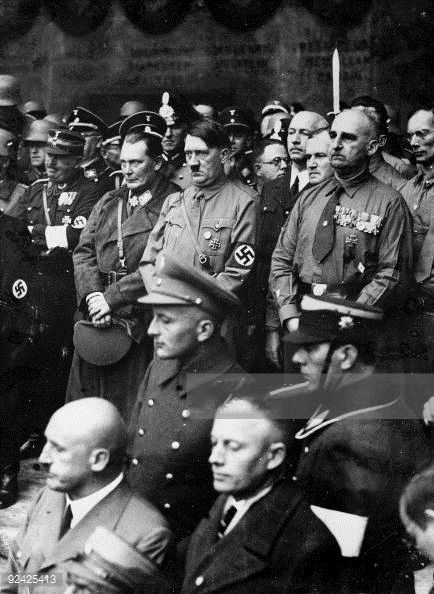 A lugubrious looking Fuehrer in 1933, flanked by Roehm, Goering, Graf and Streicher. (via putschgirl)